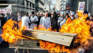 Забастовка медработников Франции.