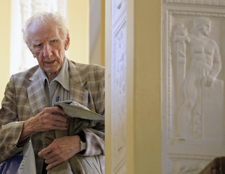 Ласло Чатари, обвинявшийся в военных преступлениях в время Втрой Мировой войны в здании суда в Будапеште 18/07/2012 (архив)