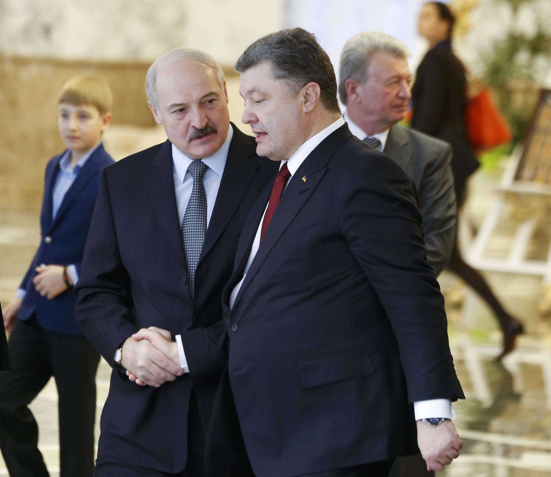 Александр Лукашенко с Петром Порошенко после переговоров по украинскому кризису в Минске 12/02/2015