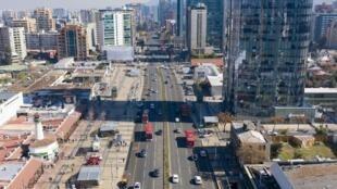 Une partie de Santigao, capitale du Chili, a connu un assouplissement des restrictions dans la lutte contre le coronavirus, le 28 juillet 2020.