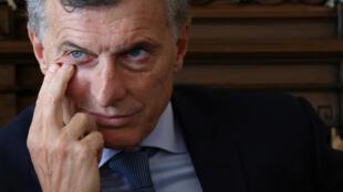 El presidente Mauricio Macri aprobó polémicas medidas que endurecen el control migratorio en Argentina.