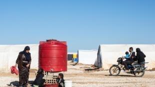Un camp de déplacés qui s'est récemment établi pour accueillir les déplacés du nord-est de la Syrie suite à l'offensive turque dans le pays.
