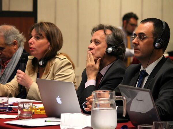 De izquierda a derecha  Marie-Anne Ferry-Fall directora de ADAGP,  Santiago Schuster Director refional de la CISAC para America latina, y Gadi Oron Direcot General de la CISAC en una reunión en Santiafgo de Chile sobre los derechos de autor.