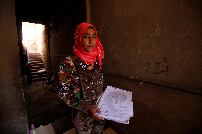 A egípcia Amany Shamekh, de 16 anos, posa em sua casa  perto do Cairo, no Egito, em 8 de março de 2018.