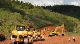 Le chantier autour du site de la mine d'Ambatovy à Madagascar, en 2008.