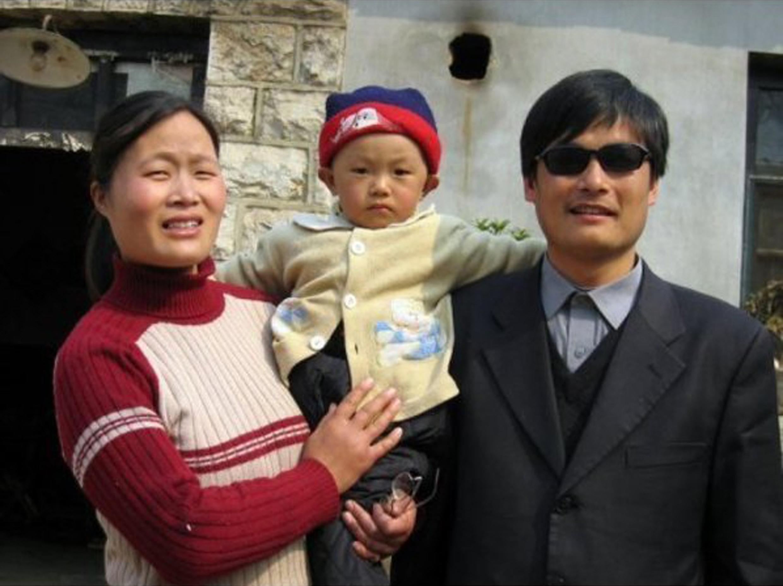 Trần Quang Thành cùng gia đình. Ảnh chụp lúc chưa sang Mỹ