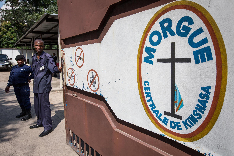 Les autorités congolaises ont fait visiter la morgue centrale de Kinshasa à des diplomates, lundi 13 avril, en preuve de leur bonne foi dans l'affaire des cadavres de Maluku.