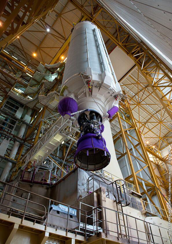 Ensamblaje de las diferentes unidades de Ariane 5 para su lanzamiento.