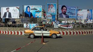 Des affiches électorales au premier jour de la campagne pour les élections législatives, à Kaboul, le 28 septembre 2018.