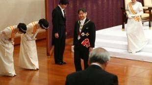 Le nouvel empereur du Japon Naruhito, et l'impératrice Masako, lors du rituel d'intronisation «Sokui-go-Choken-no-gi», au palais impérial de Tokyo le 1er mai en présence du frère du tenno et des princesses impériales..
