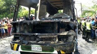 Ao menos 3 crianças morreram na explosão de um ônibus na Colômbia neste domingo (18).