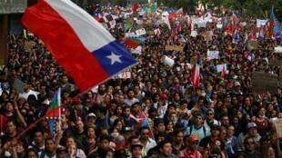Marcha multitudinaria en Santiago de Chile, el 25 de octubre de 2019.
