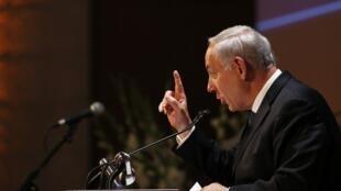 O primeiro-ministro israelense Benjamin Netanyahu conversa com a imprensa internacional