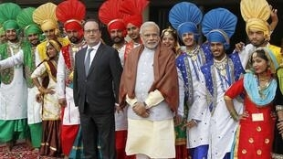 French President Francois Hollande (centre L) and Indian Prime Minister Narendra Modi pose for a picture with Indian folk dancers during their visit to the Museum and Art Gallery in Chandigarh, India, January 24, 2016.