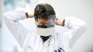 Китай передал Франции 1 миллион медицинских защитных масок 18 марта 2020.