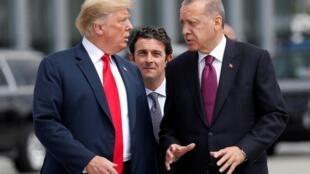 Shugaban Amurka Donald Trump tare da takwaransa na Turkiya Tayyip Erdogan, yayin tattaunawa a taron kungiyar NATO da ya gudana a babban birnin Belgium, Brussels. 11 ga watan Yuli, 2018.