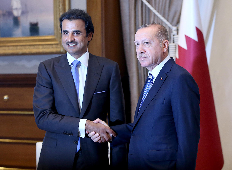 Le président turc Recep Tayyip Erdogan (d) et l'émir du Qatar Cheikh Tamim ben Hamad al-Thani, à Ankara, le 15 août 2018.