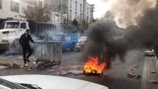 شیراز، تبریز، شهرکرد، کرمانشاه، تهران و... از دیگر شهرهای ایران هستند که شاهد اعتراضات مردمی بودهاند.