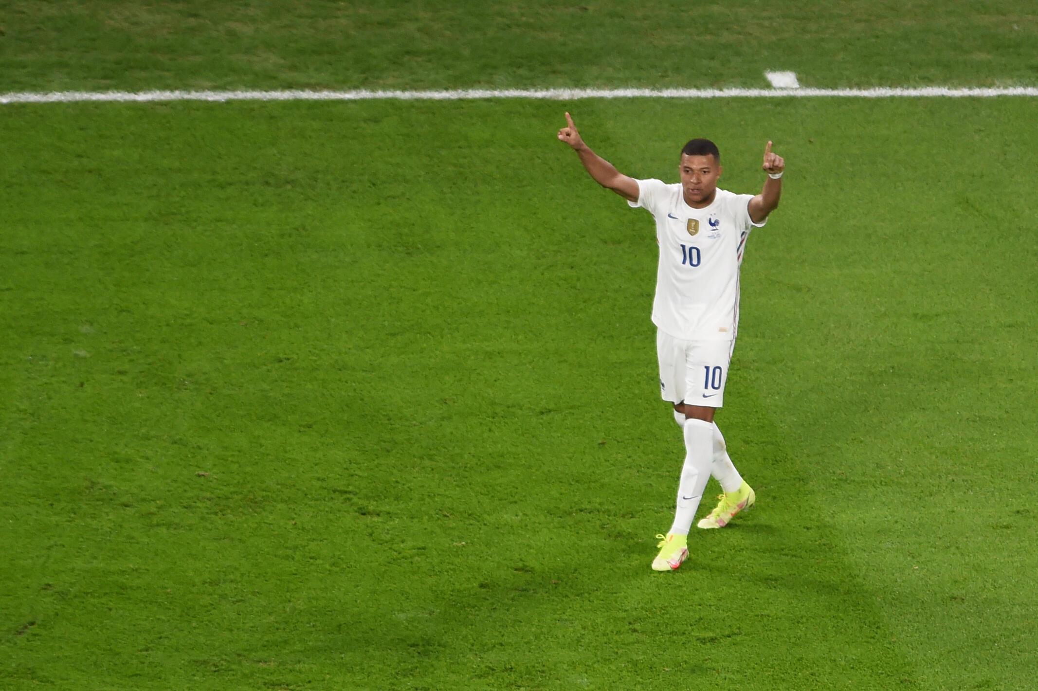 Kylian Mbappé buteur sur l'égalisation de l'équipe de France contre la Belgique à Turin, le 7 octobre 2021