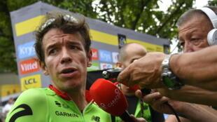 El colombiano Rigoberto Uran atendiendo a los medios acreditados en el Tour de Francia 2017