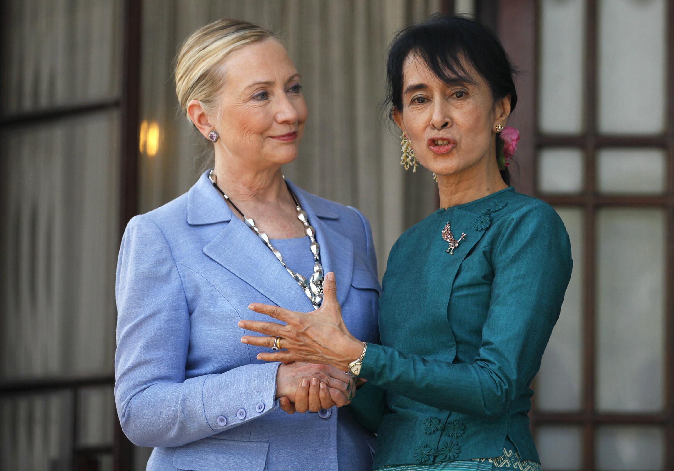 Ngoại trưởng Clinton và nhà đối lập Miến Điện Aung San Suu Kyi