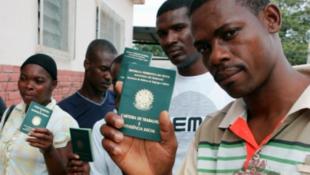 França recebe cerca de 300 mil estrangeiros por ano.