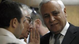 O ex-presidente israelense Moshé Katzav (dir.) foi considerado culpado pelo estupro de uma ex-funcionária de seu gabinete.