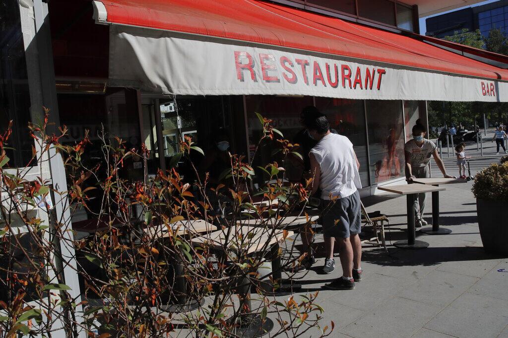 Легально террасы парижских ресторанов смогут принимать клиентов со 2 июня