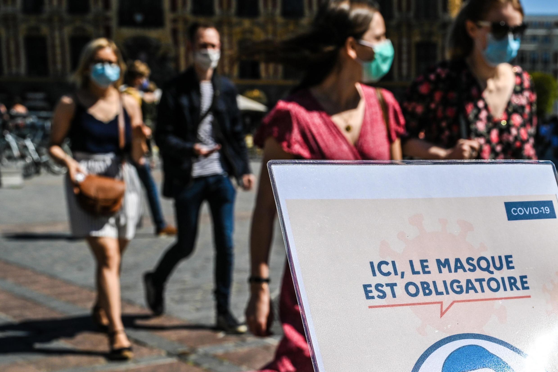 Штраф за отказ носить маску на улице составляет до 135 евро