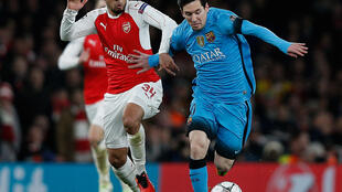 O argentino Lionel Messi (direita) apontou os dois golos do FC Barcelona frente ao Arsenal num jogo a contar para os oitavos-de-final da Liga dos Campeões.