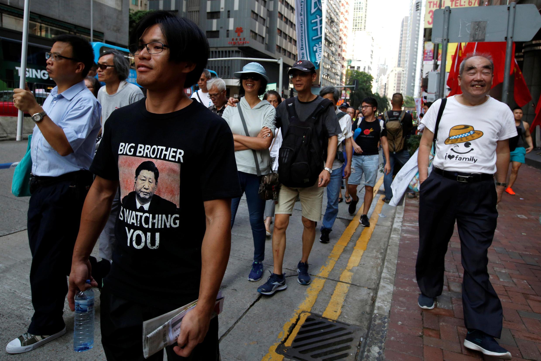Des manifestants pro-démocratie dans les rues de Hong Kong, le 1er octobre 2018.