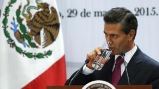 El presidente Enrique Peña Nieto llega a París para ser el invitado de honor del 14 de julio.