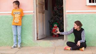 La cineasta colombiana Catalina Mesa filmando en Jericó (Antioquia).