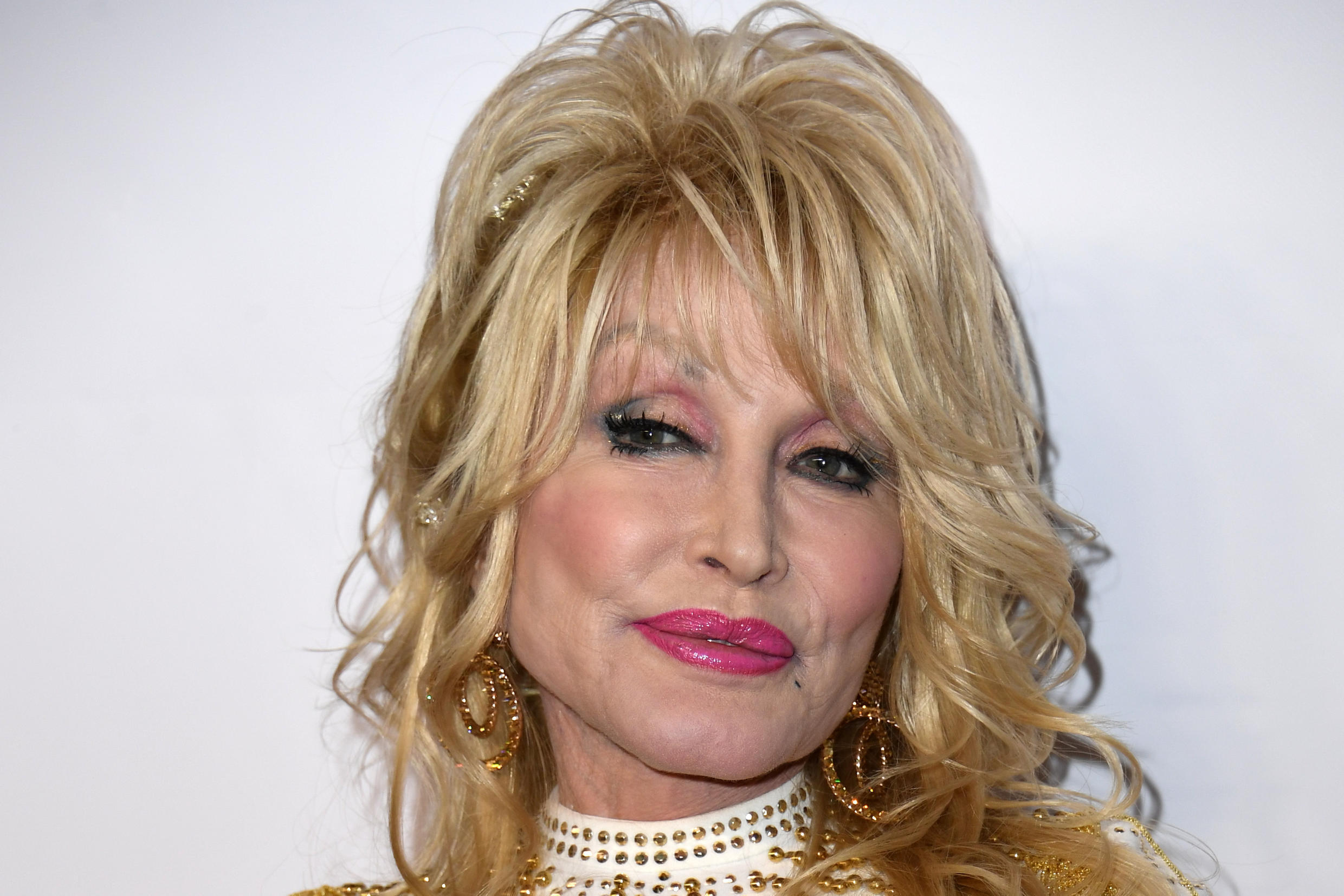Dolly Parton asked lawmakers from her home state Tennessee not to put up a statue of her -- for now