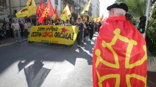Plusieurs milliers de personnes avaient défilé à Béziers, le 17 mars 2007, pour «la défense et la reconnaissance» de l'occitan.