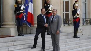 លោកប្រធានាធិបតីបារំាង François Hollande ទទួលព្រះមហាក្សត្រម៉ារ៉ុក Mohammed VI នៅវិមាន Elysée កាលពីថ្ងៃទី ២៤ ឧសភា ឆ្នំា ២០១២