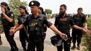 Polícia de Bangladesh prende 27 homens por ser homossexuais