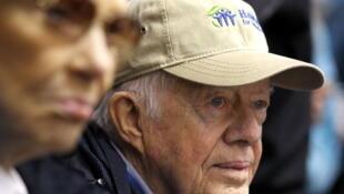A travers sa fondation, Jimmy Carter oeuvre pour la reconstruction de logements en Haïti.