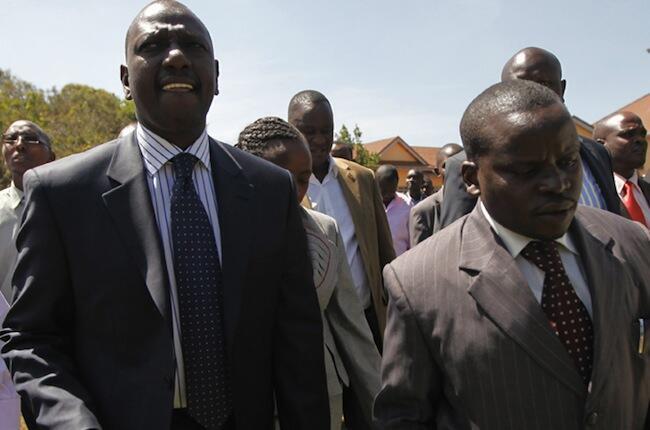 Naibu Rais wa Kenya William Samoei Arap Ruto akiwa na Mwandishi wa Habari Joshua Arap Sang ambao wanakabiliwa na mashtaka katika Mahakama ya ICC