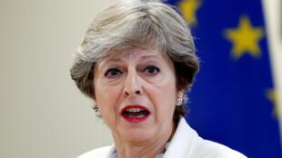 """Theresa May: proposta da UE """"ameaça a integridade constitucional do Reino Unido""""."""