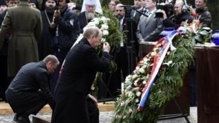 نخست وزیر روسیه و همتای لهستانی وی در مراسم هفتادمین سالگرد واقعۀ کاتین