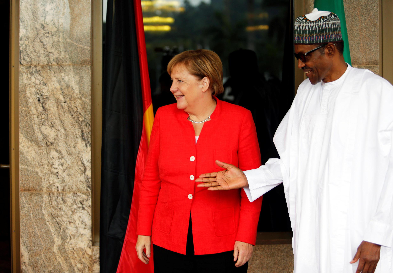 Merkel is greeted by Nigeria's President Muhammadu Buhari at the presidential villa in Abuja, 31 August 2018.