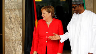 Merkel is greeted by Nigeria's President Muhammadu Buhari at the presidential villa in Abuja, 31 August 2018.