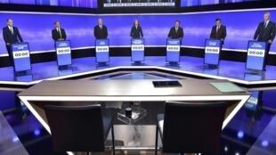 Os 7 candidatos da direita e centro, Jean-Fraçois Cope, Nicolas Sarkozy, Alain Juppe, Nathalie Kosciusko-Morizet, Jean-Frédéric Poisson, François Fillon e Bruno Le Maire, no debate na TV, 17 de novembro de 2016