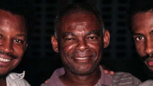 Depuis l'école Sainte-Marie des Anges aux Cayes, de la gauche vers la droite: James Noël, Jean Armoce Dugé et Bernard Monteau, dans le cadre de la tournée de la revue Intranquillité.