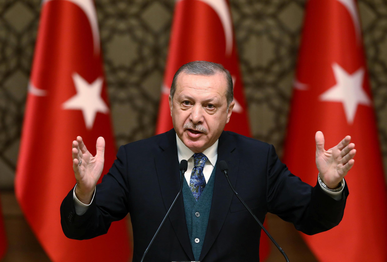 """O Presidente turco Recep Erdogan prometeu """"esmagar"""" as milícias curdas de Afrin."""