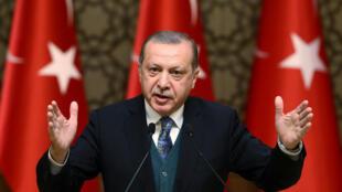 Erdogan ya sha alwashin cewa kowanne lokaci daga yanzu za su kaddamar da farmaki kan mayakan na YPG tare da hadin gwiwa 'yan tawayen Syria.