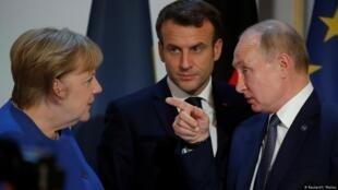 德国总理默克尔、法国总统马克龙与俄罗斯总统普京资料图片