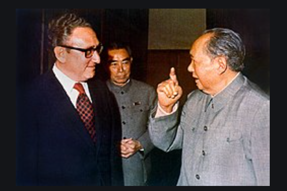從左至右:亨利-基辛格, 周恩來,毛澤東(資料照片)