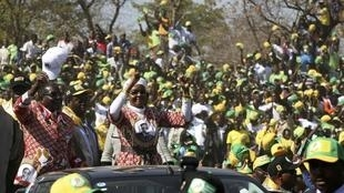 Zimbabwe President Robert Mugabe (L) and his wife Grace wave during an election rally in Chinhoyi this week